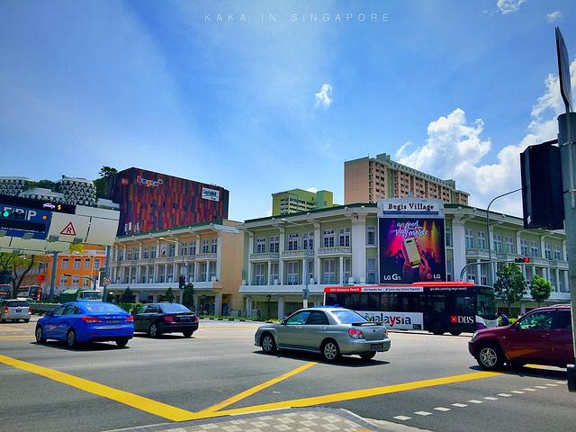 """""""武吉士街是比较特色的平民购物集市,像是年轻人爱逛的商业中心,道路不宽,小小的集市里面挤满了人_武吉士街""""的评论图片"""