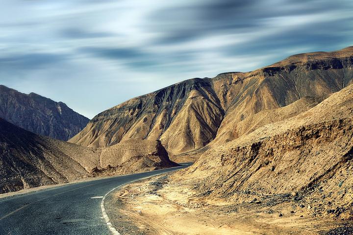 """""""从吐鲁番返回东边五十多公里的吐峪沟,这里充满着神奇的色彩,也充斥着神秘的色彩_吐峪沟""""的评论图片"""