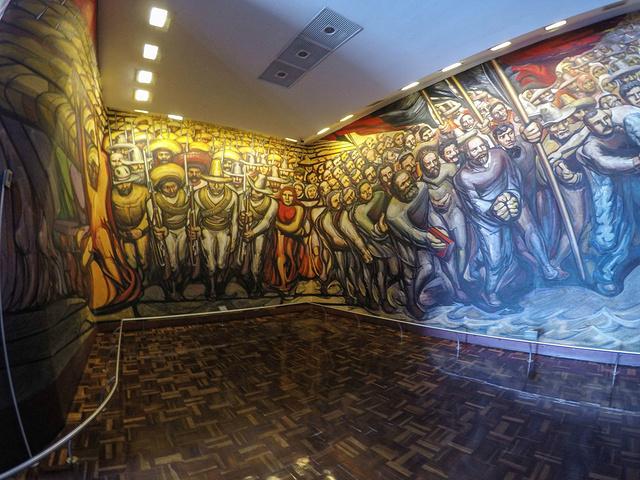 """""""...的办公处,而里面最吸引人的莫过于墨西哥著名艺术家迭戈里维拉(Diego Rivera)的壁画了_墨西哥城国家宫殿""""的评论图片"""