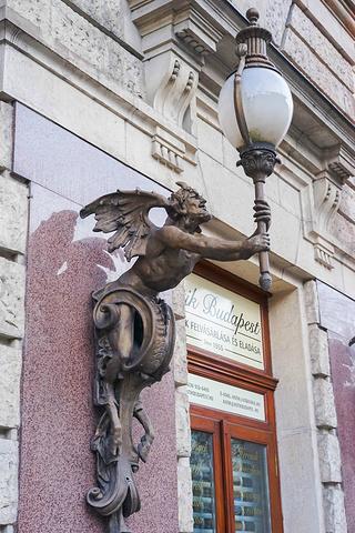 """""""布达佩斯是座非常悠闲的城市,这点从满大街大大小小的咖啡馆中便可窥知一二,最负盛名的是纽约咖啡馆..._纽约宫咖啡厅""""的评论图片"""