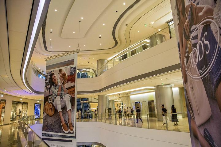 """""""购物商场很大很豪华,许多著名国际大品牌集中于此,美食、购物、休闲在这里一应俱全!推荐游览时间:2小时_IFS国际金融中心""""的评论图片"""