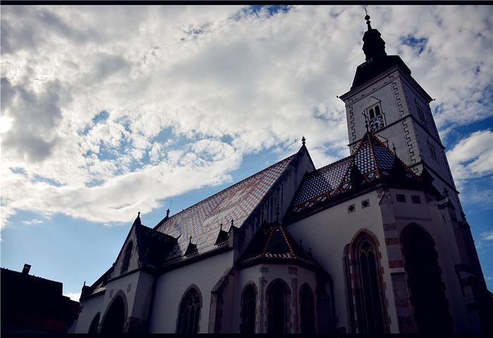 """""""上城区的中央,庞大的圣马可教堂镇在那里。接近夕阳的光线把这里映照的很是温柔_圣马可教堂""""的评论图片"""
