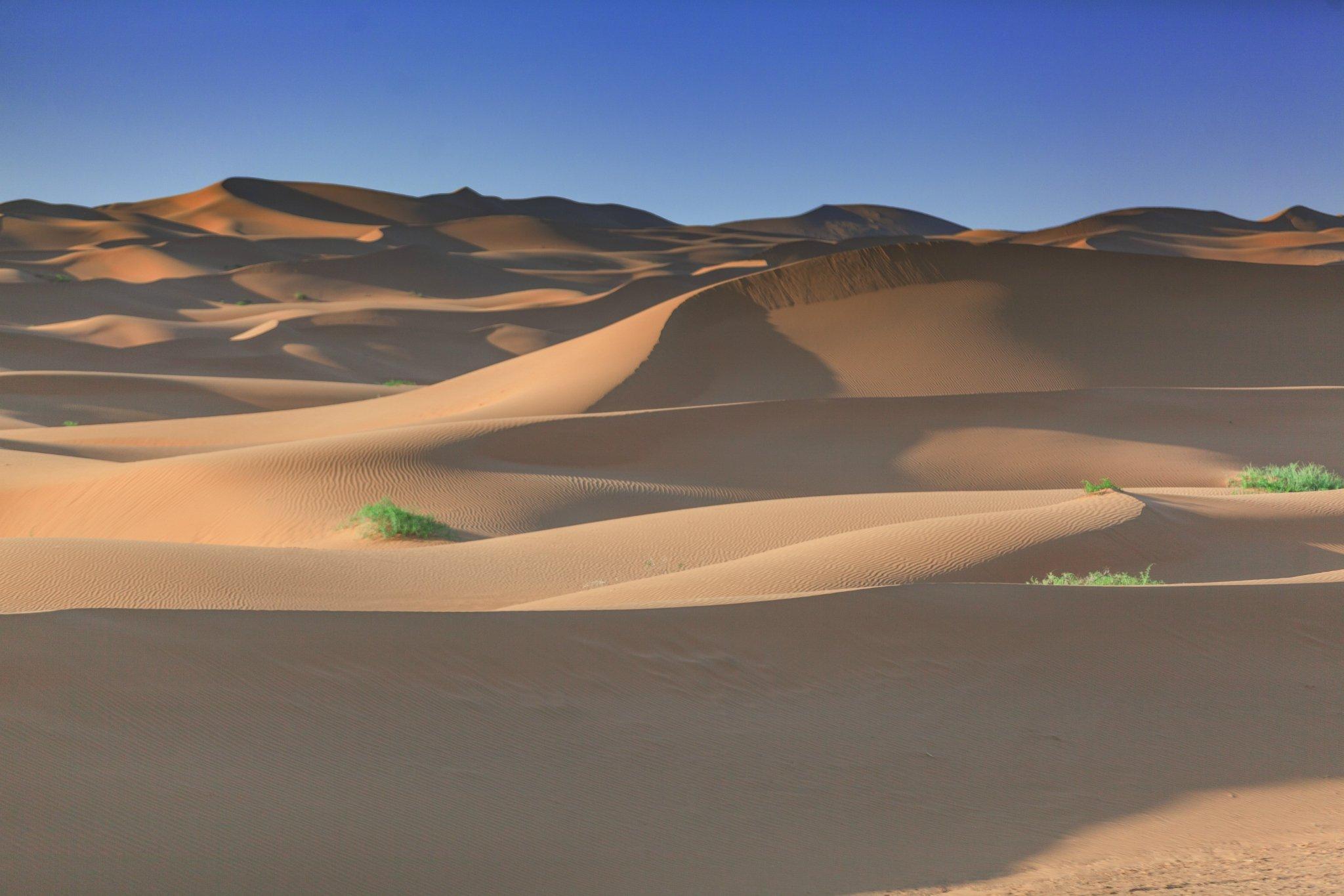 穿越大漠 追逐炫丽光影之旅—晚霞 星空 露营 日出在这儿齐活儿了(含攻略)