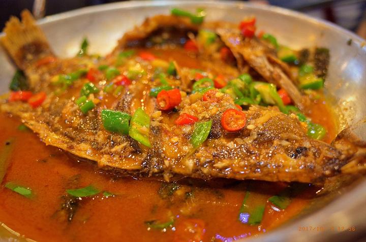 """""""老街鱼嘴巴:虽然跟我想象的不一样,但是算是好吃的。把新鲜鳜鱼腌制后发出这种似臭非臭气味,过油略煎_老街鱼嘴巴连锁餐饮(坡子街店)""""的评论图片"""