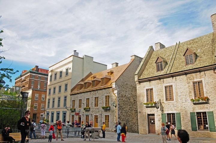 """""""随意的一处街景都像油画一般美好。与上城相对应,魁北克下城则是最早建立的居民定居区_下城""""的评论图片"""