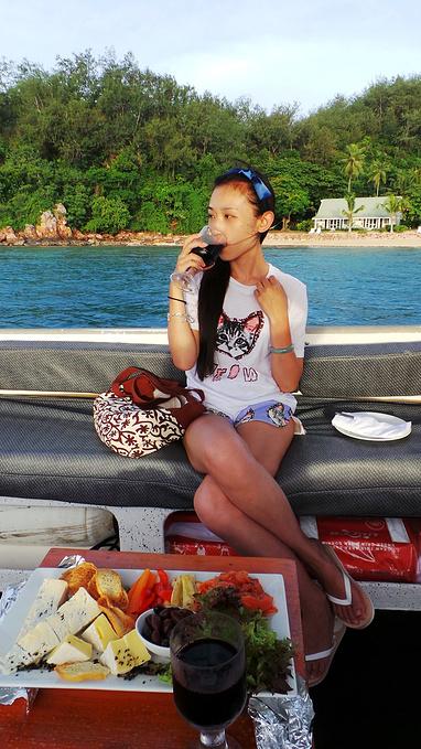 游船吃美食图片