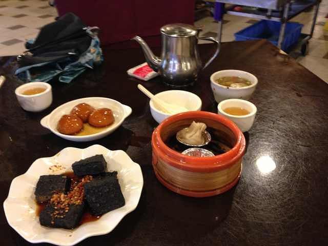 """""""1、是长沙最有名气,也是攻略中提到的最多的吃长沙小吃的地方,有点类似于武汉的户部巷,2、现在已..._火宫殿(坡子街总店)""""的评论图片"""