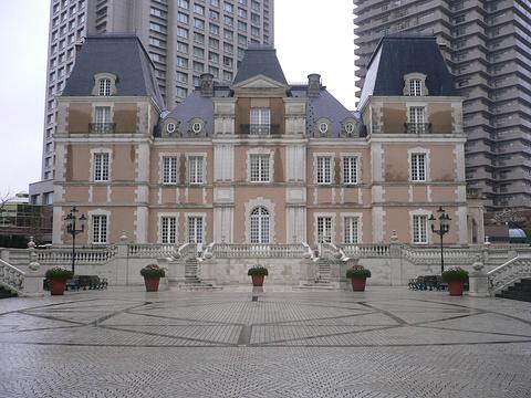 Chateau Joël Robuchon