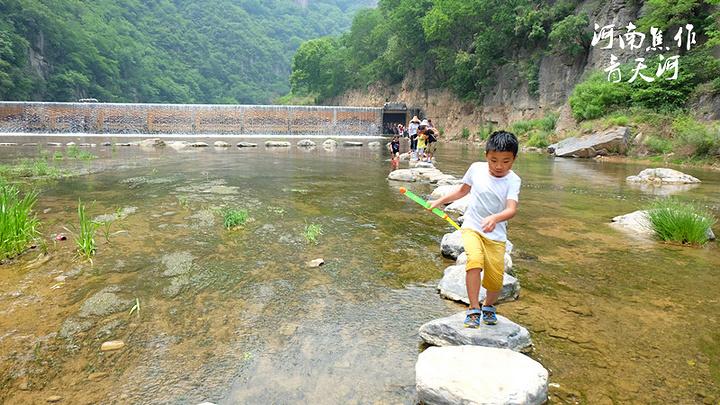 """""""景区内有很多游乐设施,不过这个漂流就不好玩了。青天河门票加船票一共¥160.据说这河有68米深_青天河""""的评论图片"""