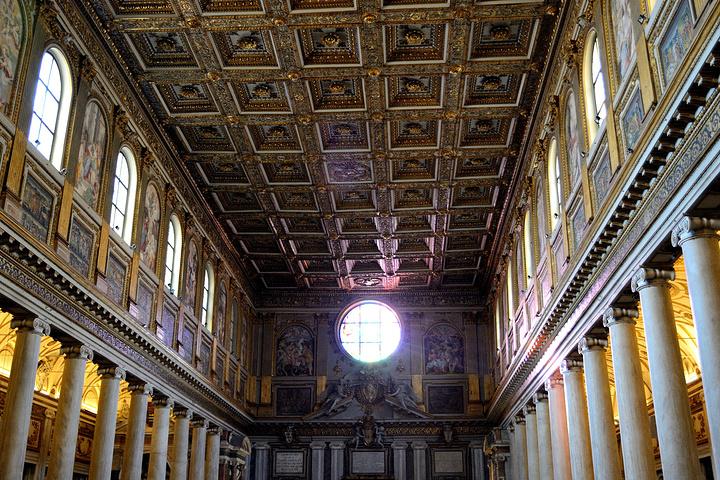 """""""这座教堂也许不算是最为出名的,但是教堂里面非常华丽,可以说是金碧辉煌_圣母大殿""""的评论图片"""