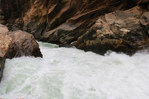 虎跳峡旅游图片