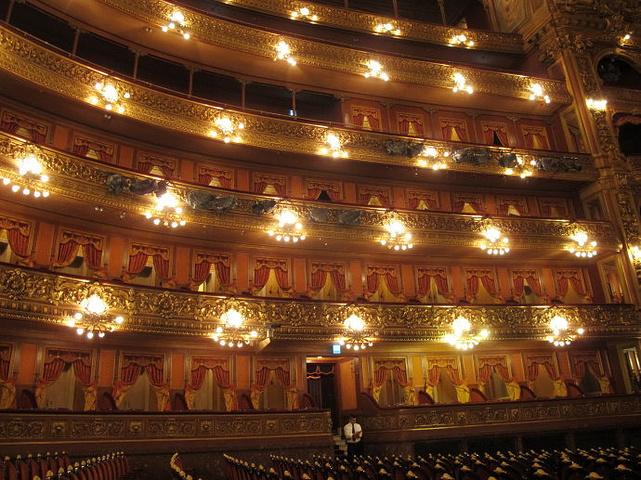 """""""它收藏有世界上最多的演出服和道具_科隆大剧院""""的评论图片"""