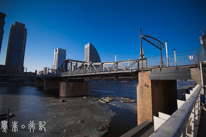 """""""海河是天津的母亲河,也是天津市的一条精华风景线。海河边的夜景也是一绝,夏天可以乘着游船感受天津之夜_海河""""的评论图片"""