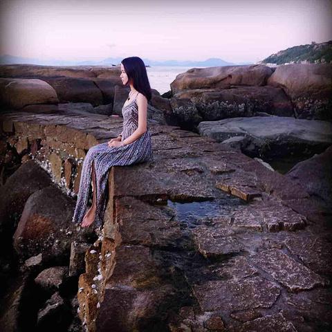 """""""伶仃岛很小,适宜呆两天左右,这边的海滩虽然不是很清澈见底,但是这边看日落感觉很棒,因为我是6月底去的_外伶仃岛""""的评论图片"""