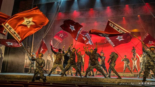 红星红秀 一场穿越回到1938图片