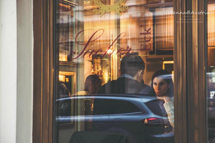 """""""路过另一家非常著名的沙赫咖啡馆(Café Sacher),但基于刚才的蛋糕太甜,这家的价位更高..._沙赫咖啡馆""""的评论图片"""
