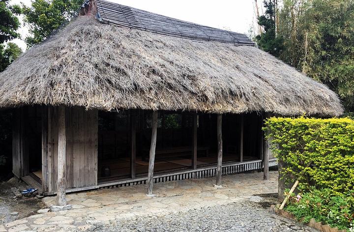 """""""屋子都是非常古朴的木质房子,屋顶大部分都是搭着草棚_琉球村""""的评论图片"""