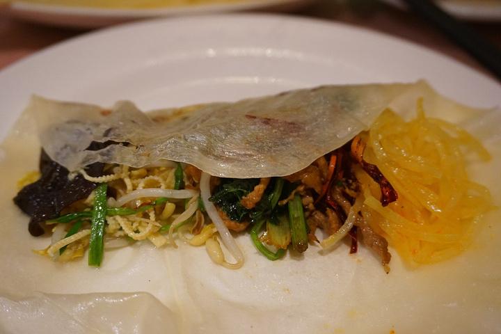 """""""午餐吃的是老昌春卷,很有名所以排了很久的队。确实不贵,而且大份_老昌春饼(中央街店)""""的评论图片"""