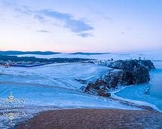 踩着贝加尔湖的蓝冰迎接我们的2016