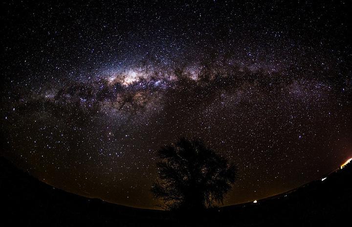 """""""来阿塔卡马沙漠最大的心愿,就是能够一睹璀璨的星空。今夜我做了个决定,以后不再一个人漫无目的去游荡_阿塔卡马沙漠""""的评论图片"""