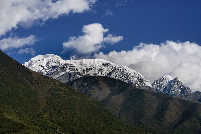 一路欣赏雪山图片