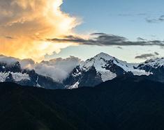 在滇藏线沿途尽情拍摄