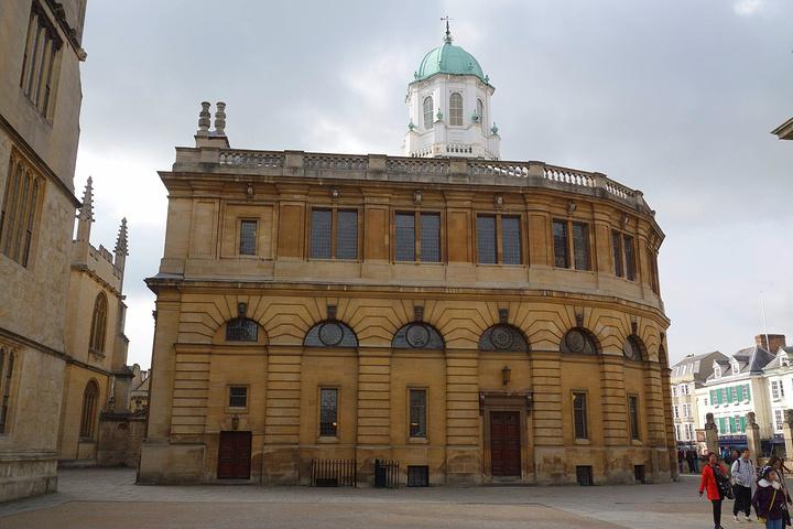 """""""牛津剧院,1994年被欧洲委员会称为牛津的经典建筑之一_牛津新剧院""""的评论图片"""