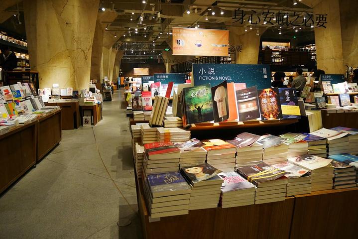 """""""真心来说,对外地人,方所可以当个景点来参观,对土著,那真是来看书或者寻找不容易找到的版本的好地方_方所书店(成都店)""""的评论图片"""