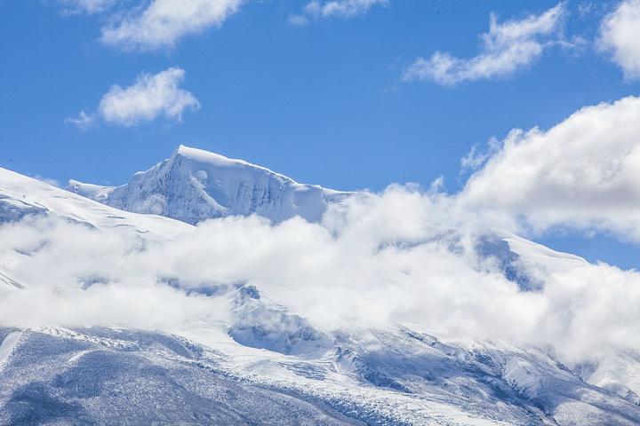 """""""沿路的风景会令你惊喜不断,在蓝天白云映衬下,雪山、湖泊、村落都是令人惊喜的景色。淡季不一定有车_帕米尔高原""""的评论图片"""