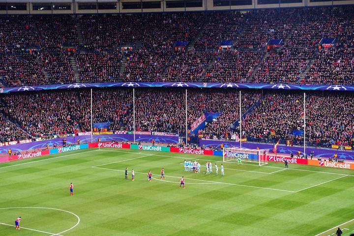 """""""到现场,感受完全不一样。虽然不是球迷,但会被球迷的热情和激动感染,跟随他们一起欢呼拍手_卡尔德隆球场""""的评论图片"""