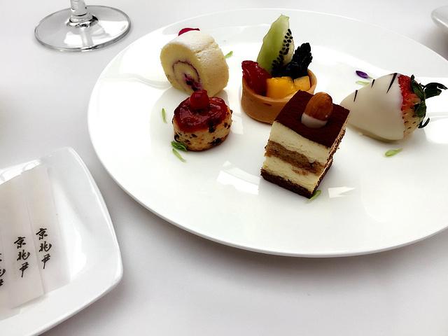 蛋糕摆盘图片_蛋糕摆盘素材_蛋糕摆盘高清图片_摄图网图片下载