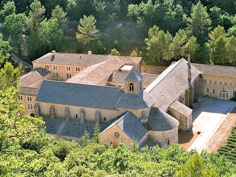 塞南克修道院旅游景点图片