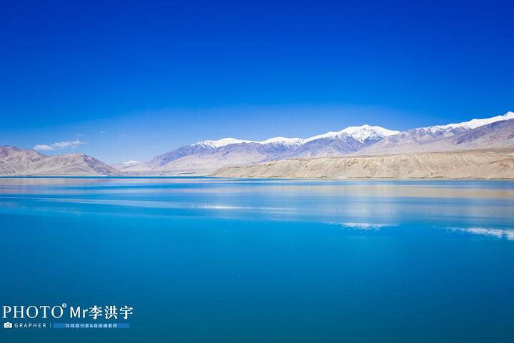 """""""在白沙湖的另一侧,分布着连绵的雪山,雪光照耀着白沙湖,白沙湖映衬着白沙山,真的是恍若仙境_帕米尔高原""""的评论图片"""