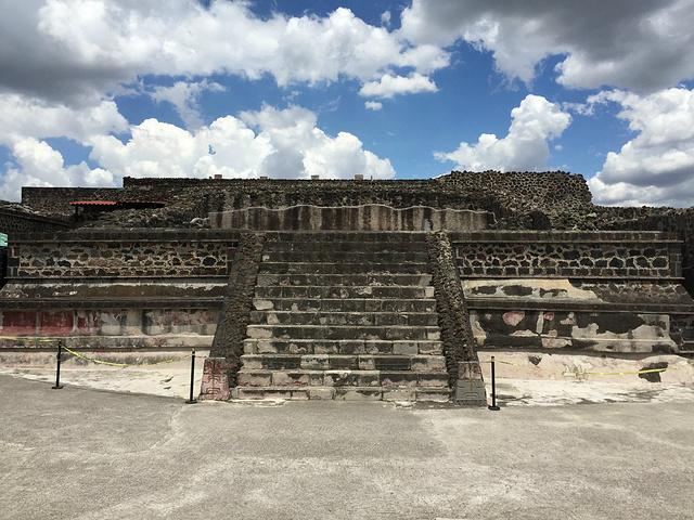 """""""全盛时期的特奥带瓦坎是阿兹特克人的圣地1971年在太阳金字塔的考古挖掘证实了这个观点。貌似是项链_特奥帝瓦坎古城""""的评论图片"""