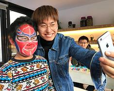 带孩子走进麻麻花山坡体验特色民宿,看精彩木偶剧