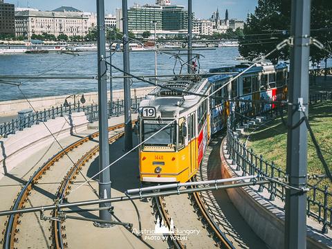 多瑙河畔步道的鞋子旅游景点图片