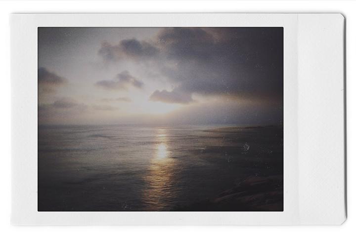 """""""4点多突然就醒了,窗外还是很阴沉,很可能看不到日出看日出的人。一个人看日出。日出_新世纪第一道曙光照射点""""的评论图片"""