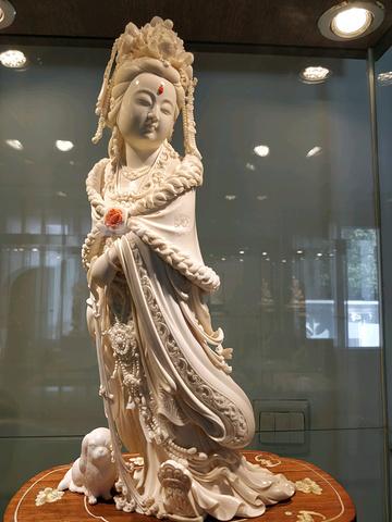 """""""搭配秋日的阳光 心情怎能不美丽。去工艺美术博物馆的路上看到的经典上海风情 忍不住记录一下美美地打卡_上海工艺美术博物馆""""的评论图片"""