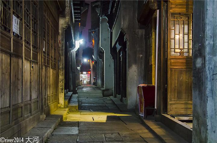 乌镇西栅景区内住宿_2020我们是晚上来到景区的,灯光全都开放,夜景非常漂亮。旁边 ...