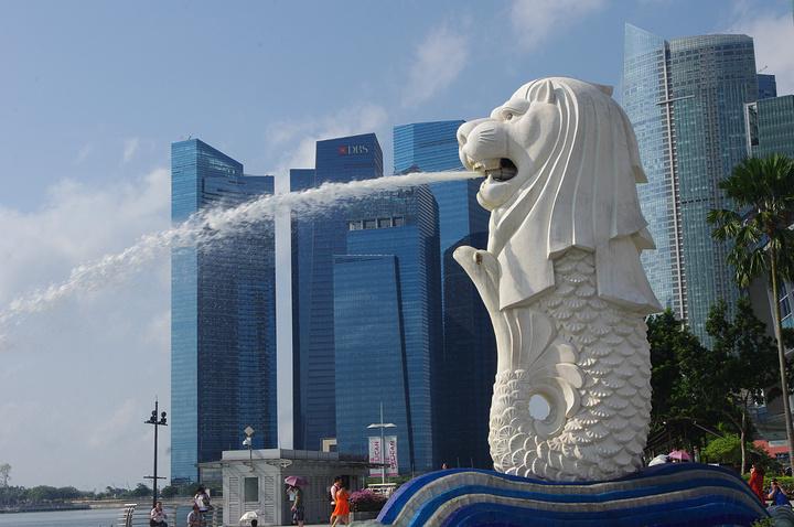 """""""...果又不同的,个人觉得晚上会更好看一些至少不用太阳晒得慌,新加坡还是比较热的,晚上的河边比较凉快_鱼尾狮公园""""的评论图片"""