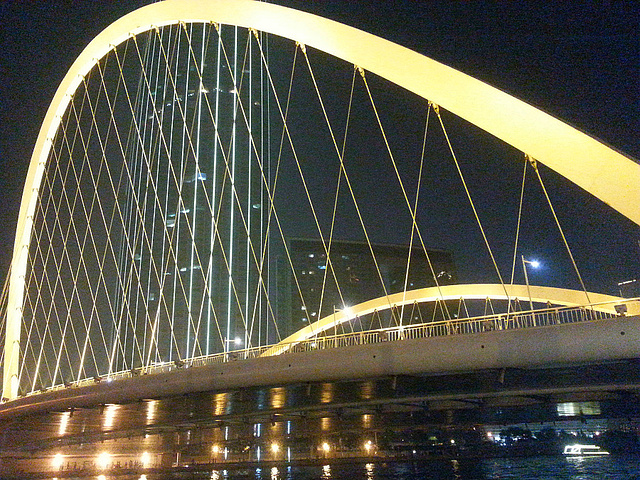 """""""最美的是,它和旁边天津最高的建筑物天津环球金融中心构成的一副美景,像似一个古筝,配上一个竖琴,..._大沽桥""""的评论图片"""