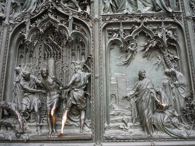 """""""...,在大广场上能看到最最棒的就是这一座漂亮的教堂,教堂那个复杂的设计和外部雕刻,真是让人叹为观止_米兰大教堂""""的评论图片"""