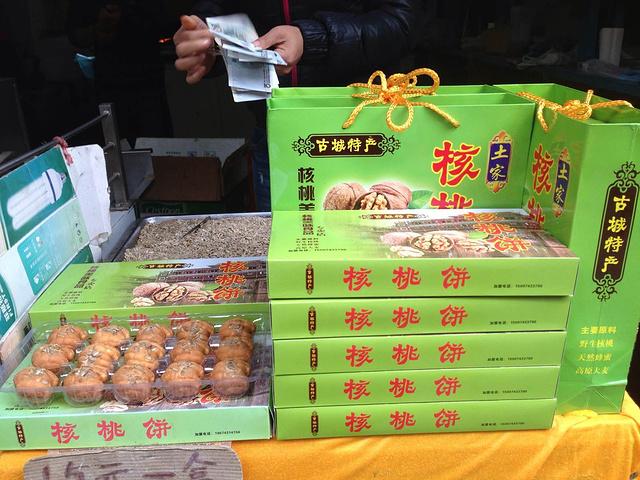 """""""核桃饼很好吃,甜的,十元还是十五元我忘了_阿牛血粑鸭""""的评论图片"""