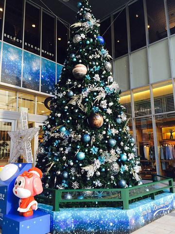 """""""...前一周,整个大厦已经充满了圣诞氛围,从外部的装饰到里面店铺的各种圣诞限定套装,还有各种圣诞礼物_新静岡セノバ(新静冈cenova)""""的评论图片"""