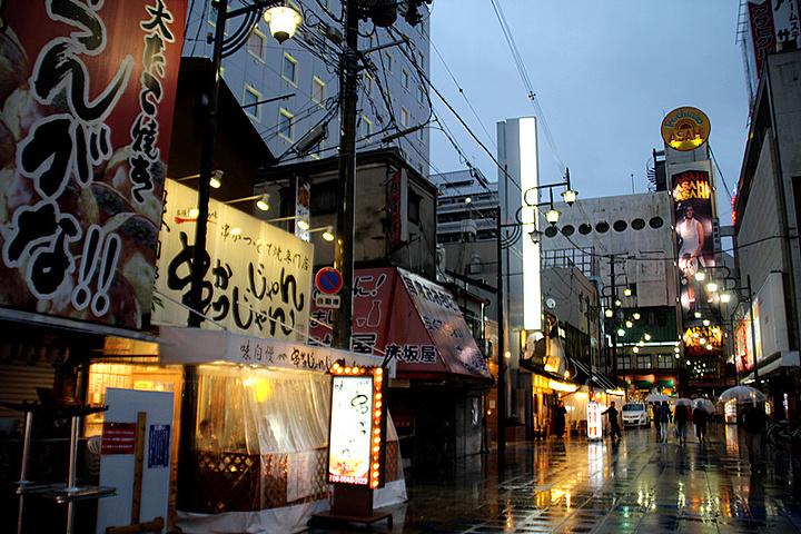 """""""新世界街区的夜景和白天看起来各有特色_新世界""""的评论图片"""