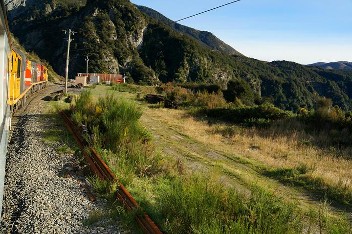 """""""...个高山小村庄)进入最长的隧道..._阿尔卑斯山号火车""""的评论图片"""