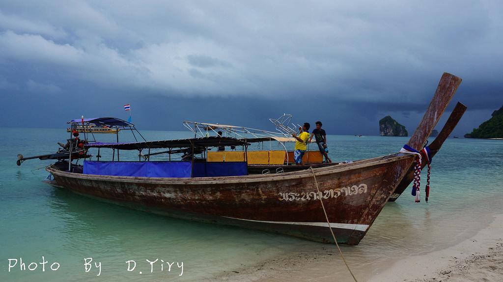 最难忘,甲米蔚蓝的海水和浪花