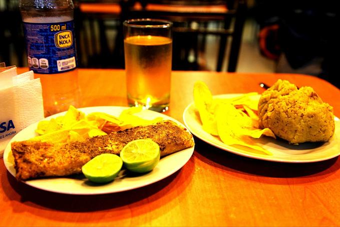 在Iquitos的晚餐图片