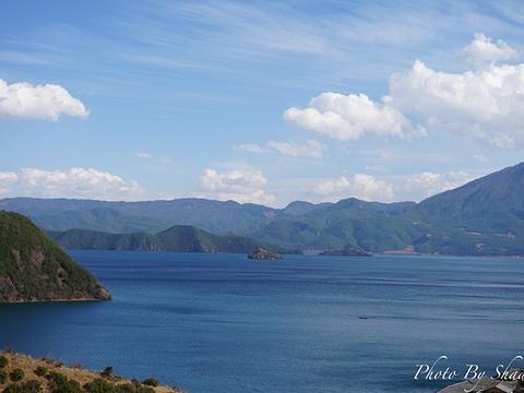 泸沽湖尼塞鸟岛游船旅游景点图片
