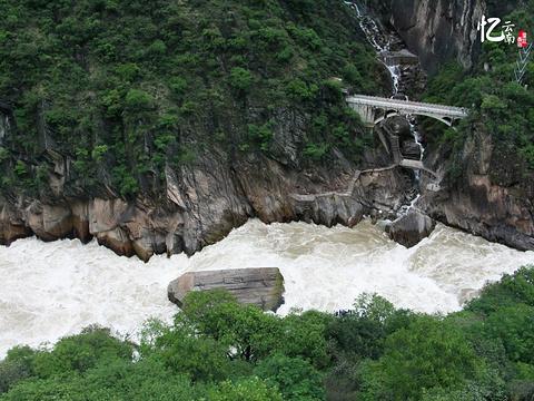 虎跳峡旅游景点图片